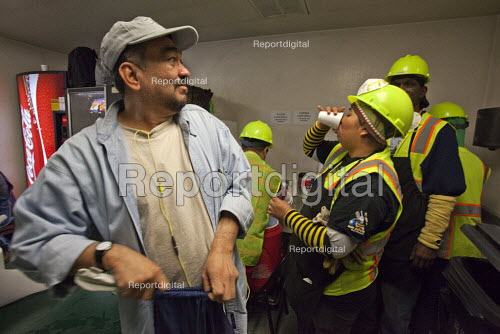 California- Workers at the recycling sorting facility of Alameda County Industries clock on and off at the start of their shift. - David Bacon - 2015-02-18