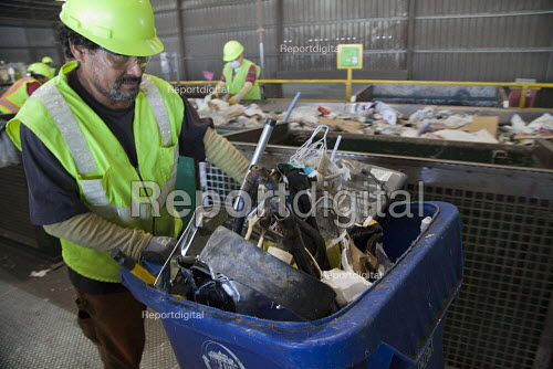 California- Workers at the recycling sorting facility of Alameda County Industries sorting and processing trash collected in local cities. - David Bacon - 2015-02-18