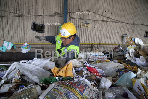 California- Workers sorting paper, cardboard, plastic, glass and metal from trash collected in Oakland. California Waste Solutions sorting facility. - David Bacon - 2015-02-19