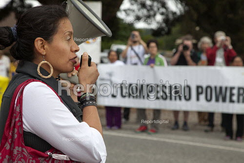 Blanca Velasquez a AFL-CIO organiser speaking, migrant farm workers demanding Trade Union recognition march to Sakuma Farms, a large berry grower in Washington. The workers and their supporters are demanding that the company bargain a contract with their union, Familias Unidas por la Justicia (FUJ). The workers are migrants from Oaxaca. Burlington, USA - David Bacon - 2015-07-11