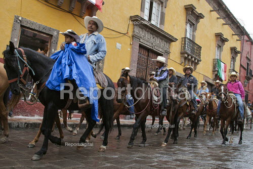 Mexico, Fiesta for St. Michael, the patron saint of San Miguel de Allende. Cowboys parade through the streets on their horses. The horses are then blessed by a priest in front of the church on the main plaza. Fiesta for St. Michael, the patron saint of San Miguel de Allende. - David Bacon - 2014-10-03