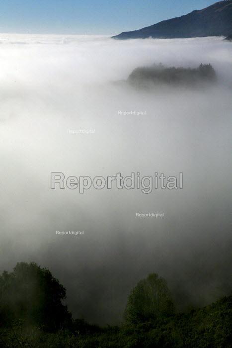 Fog and mountains, Big Sur, California. - David Bacon - 2008-09-27