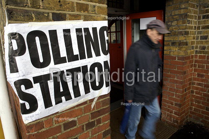 Mayoral Election, Polling Station, Barnet, London. - Duncan Phillips - 2008-05-01