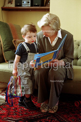 Grandmother reading to Grandchild - Duncan Phillips - 2002-01-17