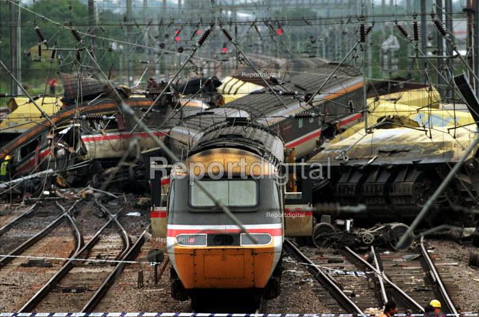 Southall rail Crash, London - Duncan Phillips - 1997-10-18