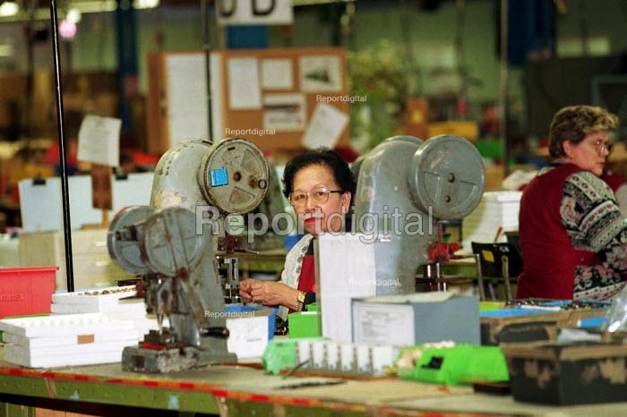 Factory worker - Duncan Phillips - 2002-01-23