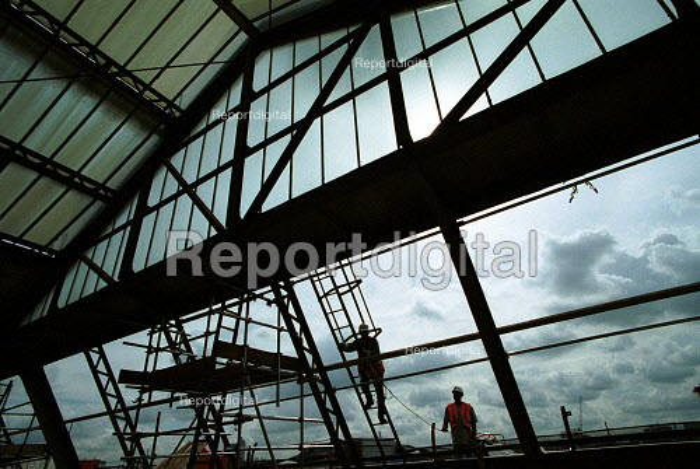 Construction workers undertaking the refurbishment of Waterloo Railway Station roof - Duncan Phillips - 2001-11-20