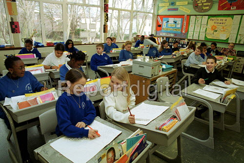 Lesson at a C of E primary School, Islington North London - Duncan Phillips - 2002-02-05