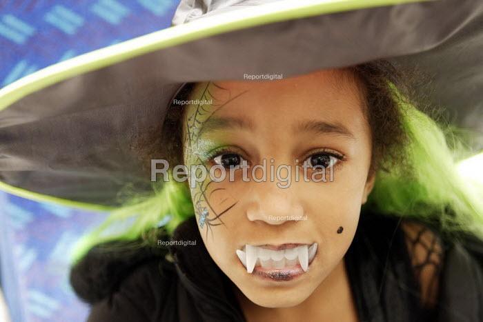 Girl dressed up for Halloween - Duncan Phillips - 2006-10-31
