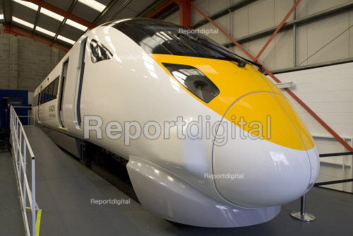 Life size model of the new bullet train which will serve the London and Kent - Duncan Phillips - 2006-07-25