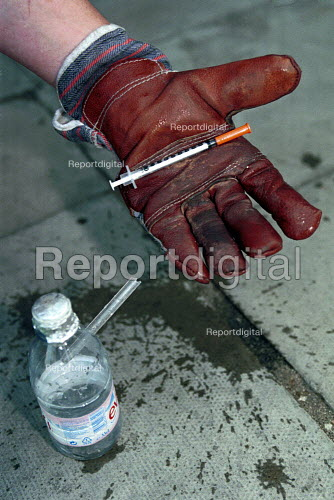 Drug users syringe and homemade pipe found on the stairwells of flats Kings Cross London. - Duncan Phillips - 1999-08-15