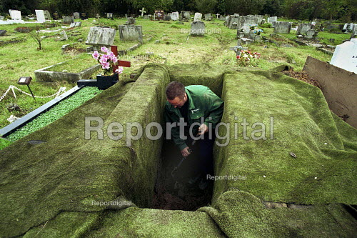 Cemetery workers preparing a grave East Finchley Cemetery London - Duncan Phillips - 2002-06-15