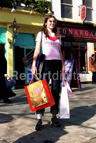 Retail therapy. Young woman shopping, London. - Duncan Phillips - 2001-05-15