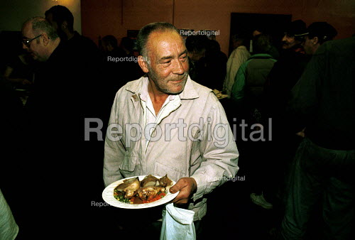 Feeding the hungry. Homeless Drop in Centre London - Duncan Phillips - 2001-09-15