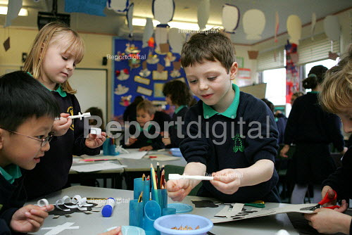 Infant School pupils in an art lesson. - Duncan Phillips - 2005-12-03