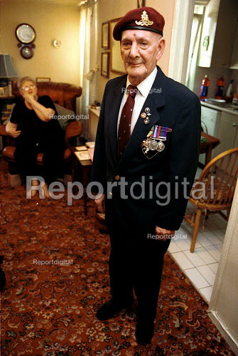 WW2 Veteran John Chandler at home with his medals - Duncan Phillips - 2002-12-10