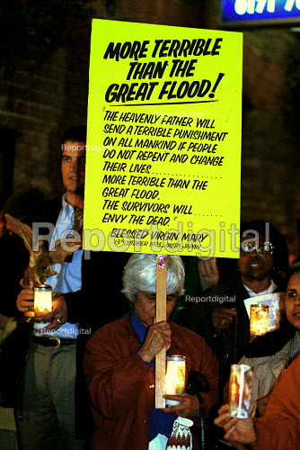 Christians protesting against the play Corpus Christi (produced by Theatre 28 and directed by Stephen Henry) in which Jesus is depicted as Gay, London - Duncan Phillips - 1999-10-15