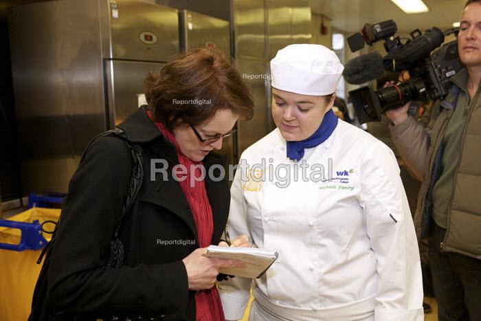 BBC Journalist conducting an interview - Duncan Phillips - 2010-03-03
