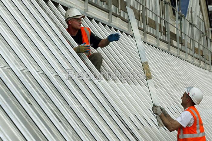Engineers working at Waterloo Station - Duncan Phillips - 2003-05-29