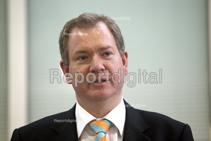 Tom Harris MP at the Eurostar Engineering Centre, Temple Mills, London - Duncan Phillips - 2007-10-02