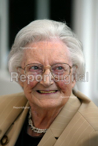 Dame Cicely Saunders, founder of the modern Hospice Movement - Duncan Phillips - 2003-06-29