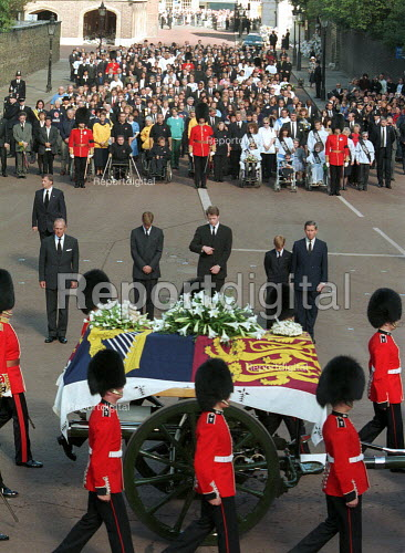 Mourners at Diana Princess of Wales Funeral, London - Duncan Phillips - 1997-09-06