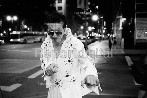 Man Dressed As Elvis Presley Posing, New York City, USA - Duncan Phillips - 2002-08-13