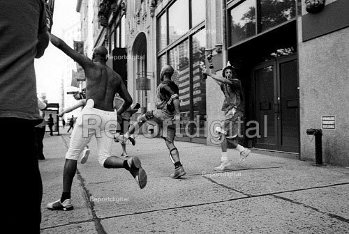 American Sports fans celebrating. New York City, USA - Duncan Phillips - 2002-08-13