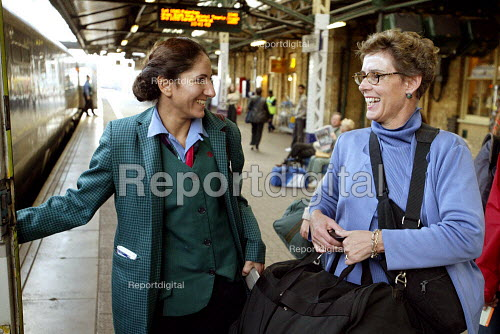 First Great Western Train Manager greeting a passenger on a station platform. - Duncan Phillips - 2003-10-18