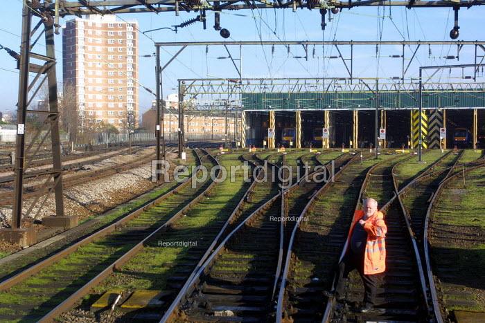 Approach to the mechanical maintenance Depot East Ham, London. - Duncan Phillips - 2003-01-23