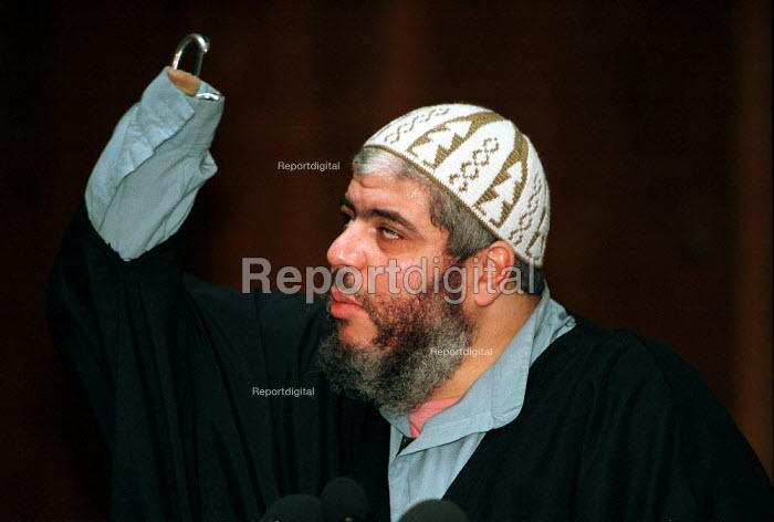 Sheikh Abu Hamza al-Masri Muslim cleric of Finsbury Park Mosque London. - Duncan Phillips - 1999-04-05