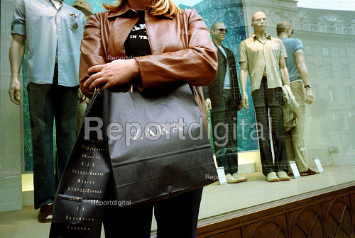 Women holding a Zara shopping bag Regent Street, London - Duncan Phillips - 2001-06-15