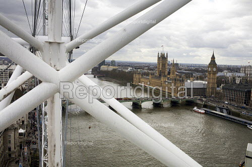 Houses of Parliament seen from the London Eye. - Duncan Phillips - 2010-04-04