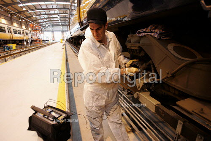 engineer working on Train. Bedford - Duncan Phillips - 2004-11-04