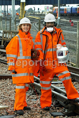 Network rail workers - Duncan Phillips - 2004-10-09