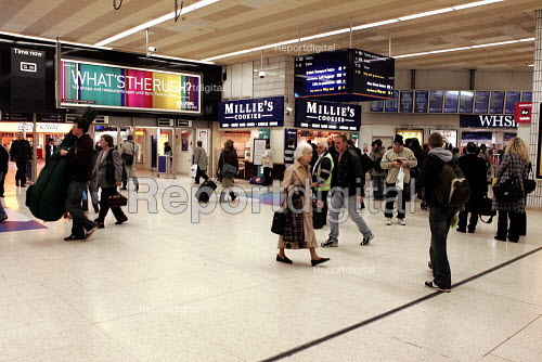 Commuters at Birmingham New Street Station - Duncan Phillips - 2004-11-02
