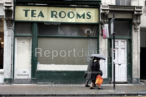 Closed Tea Rooms or cafe. Central london - Duncan Phillips - 2004-11-08