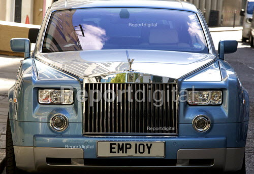 report digital rolls royce phantom bmw with personalised number plate employ it is owned by. Black Bedroom Furniture Sets. Home Design Ideas