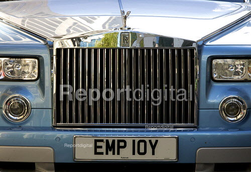 Rolls-Royce Phantom (BMW) with personalised number plate Employ. The city of London financial district. - Duncan Phillips - 2008-10-22