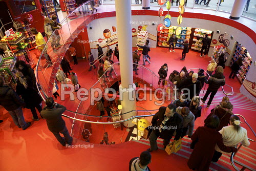 Shoppers at the M&M store london - Duncan Phillips - 2012-02-04
