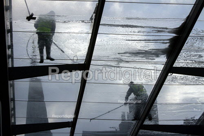 Window Cleaners on Glass Roof, Spitalfields, London - Duncan Phillips - 2013-04-06
