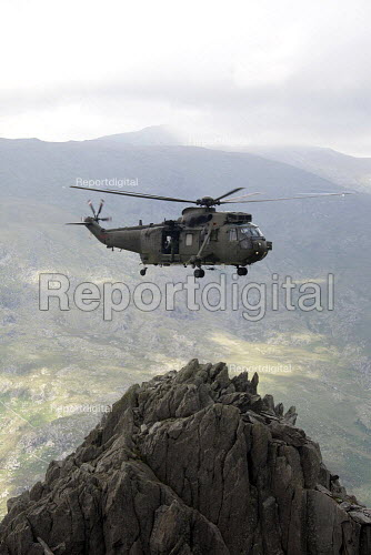 Royal Navy RAF Search and Rescue Force (SARF) HAR.3 Helicopter training exercise in Snowdonia, North Wales. - Duncan Phillips - 2011-08-02
