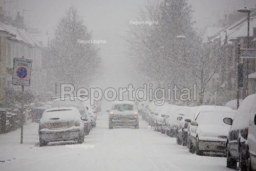 Severe cold weather brings disruption as heavy snow falls in London. - Duncan Phillips - 2010-12-18