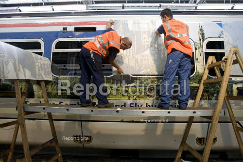 Applying new livery to existing train at a maintenance depot - Duncan Phillips - 2005-11-16