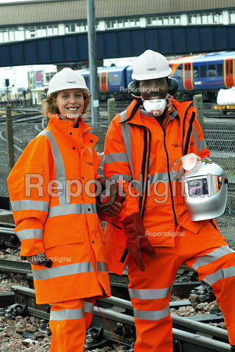 Network rail staff in safety hi vis clothing - Duncan Phillips - 2004-10-20