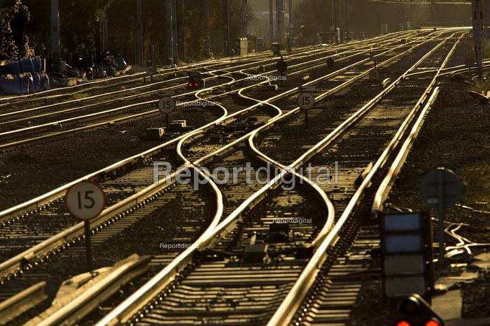 Train track in sunlight - Duncan Phillips - 2006-01-18