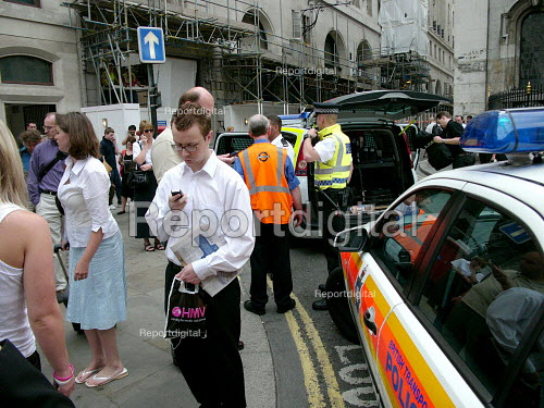 Police attend Bank station which was evacuated in the rush hour due to a security alert. - Duncan Phillips - 2005-07-15