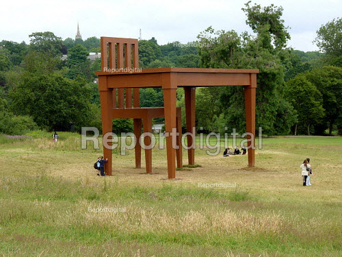 School pupils and the public admiring The Writer by Giancarlo Neri. A giant table and chair, Hampstead Heath London. Giancarlo Neri chose the heath, one of London's most popular parks, after hearing of its artistic heritage. The Naples born Italian artist used six tons of steel and 1,000lb of wood to create the giant sculpture. - Duncan Phillips - 2005-04-17