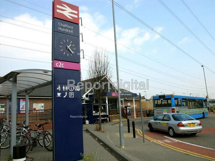 Intergrated Transport, Chafford Hundred Station - Duncan Phillips - 2005-07-15