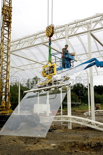 Contractors positioning sheet glass for the construction of a new glasshouse at Wisley RHS gardens - Duncan Phillips - 2005-09-15